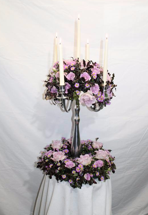 beautiful table arrangemant in pink roses