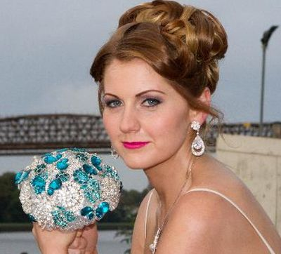 learn How to make Brooch Bouquet Training