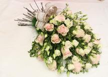 How to make funeral flowers professionally
