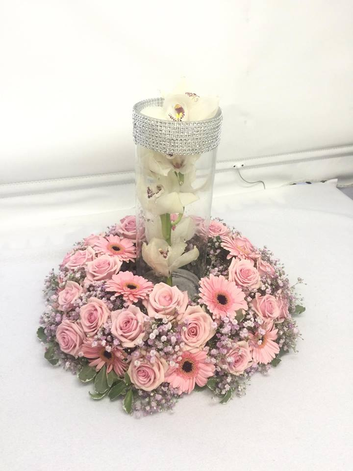 Pink Rose and gerbera table design