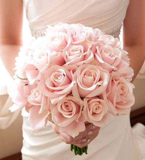 Bouquet of pink wedding roses