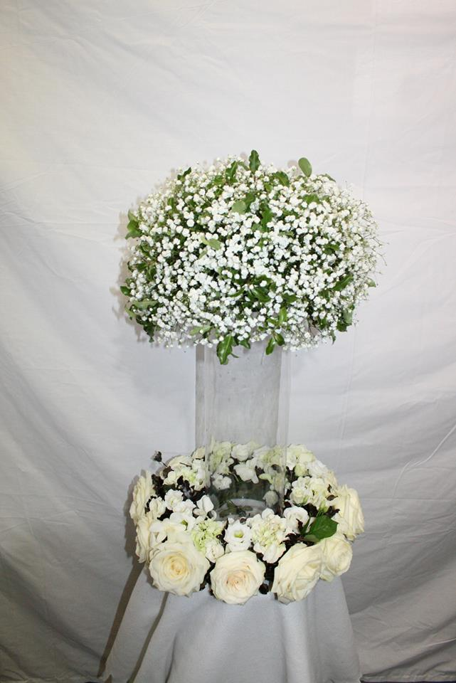 white wedding table flowers at the flower school